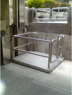 Elevadores silla de ruedas elevador en casaelevador en casa for Plataforma para silla de ruedas